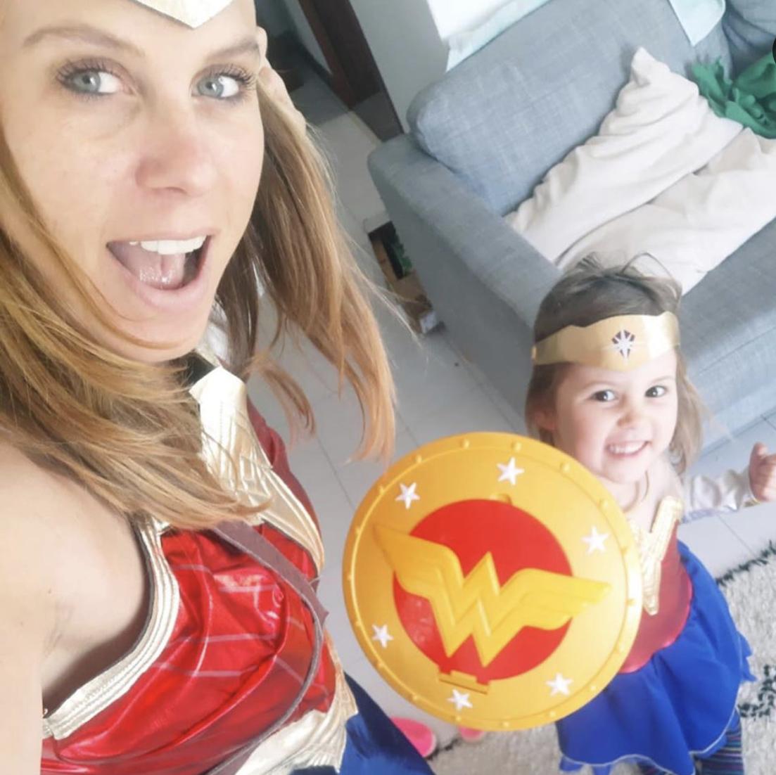 Team building - Super hero yoga family fun